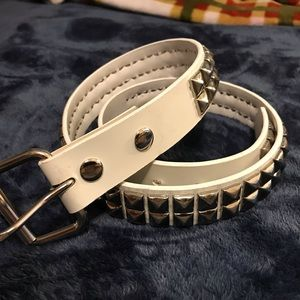 Hot Topic Silver Pyramid Studded Belt